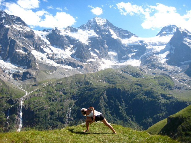 Yoga In The Mountains Copyright (c) 2012 Lulumon Athletica using a Creative Commons license.